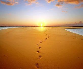 cammino-nel-deserto-verso-la-luce