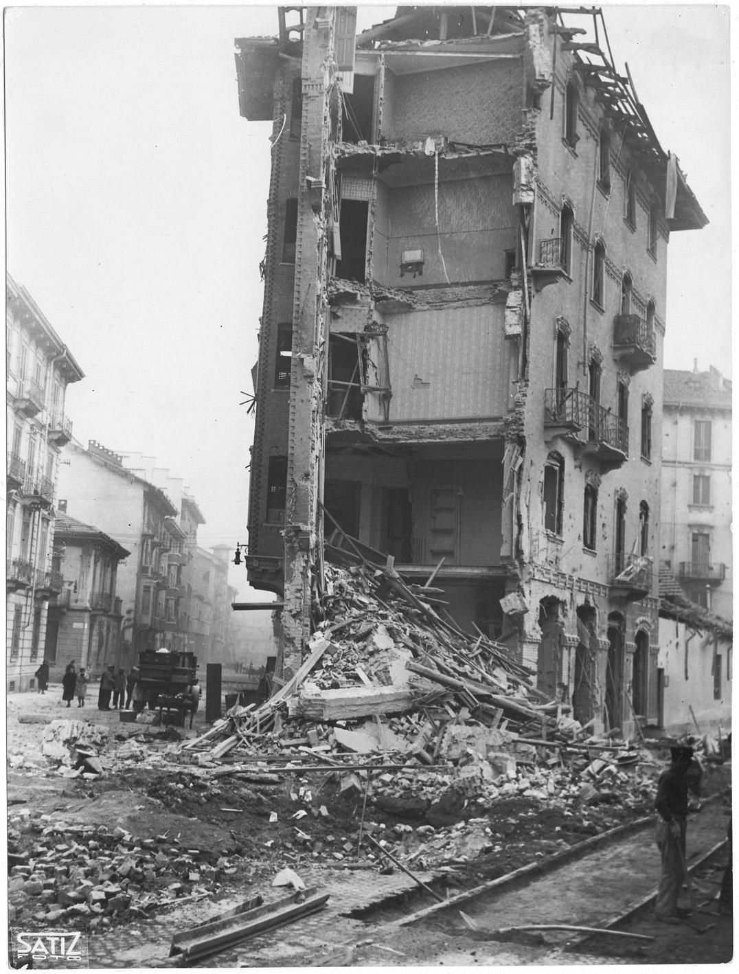 Via Duchessa Jolanda 28 dopo il bombardamento nella notte tra il 20 e il 21 novembre 1942 su Torino (Archivio Storico Città di Torino)