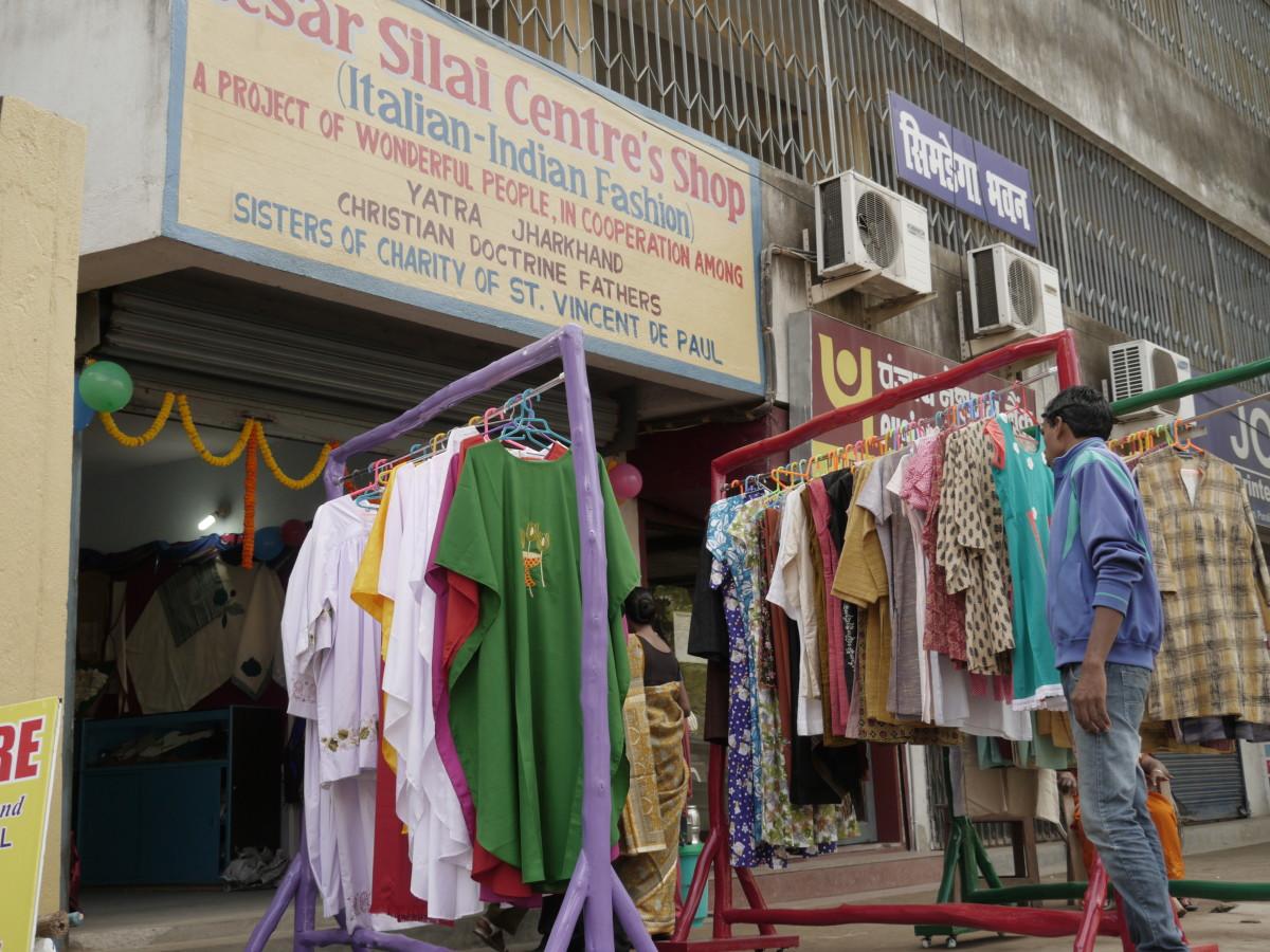 Il negozio del César Silai Centre in una delle strade principali di Ranchi